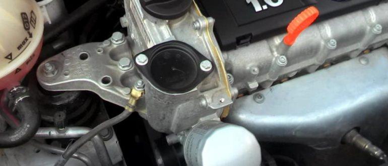 Свист справа от двигателя