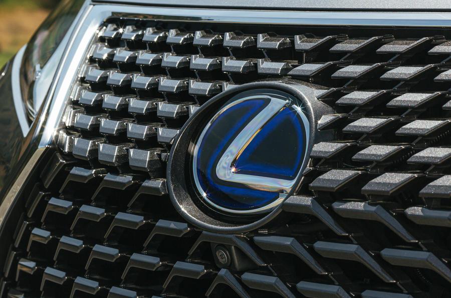 Lexus может расширить линейку автомобилей меньшего размера