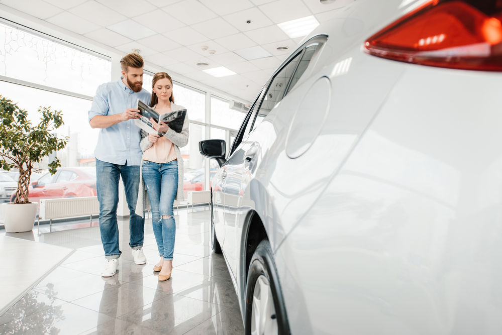 Советы новобрачным, покупающим свой первый автомобиль