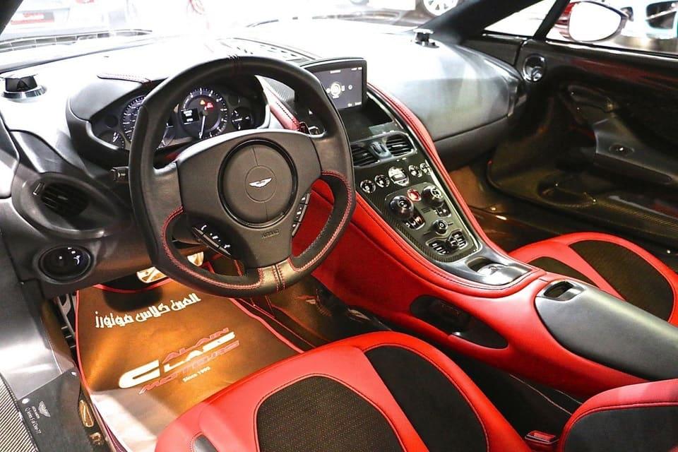 Aston Martin One-77 салон