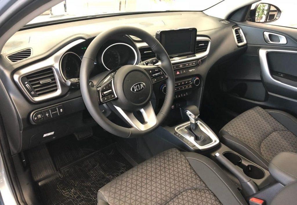 салон Kia Сееd Hatchback