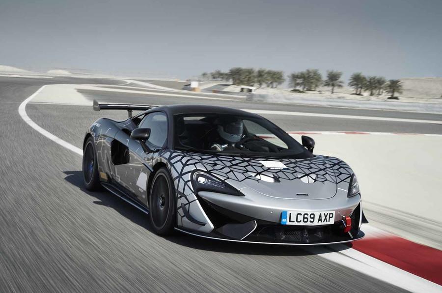 Новый McLaren 620R представлен как ограниченный, дорожно-разрешенный гонщик GT4