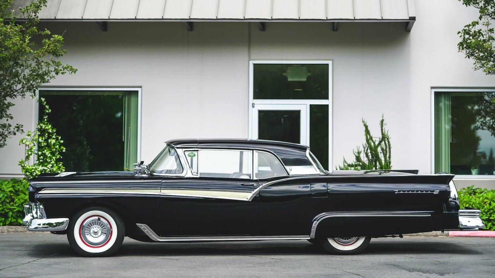 Фотографии автомобиля FORD FAIRLANE 500 1957 года.