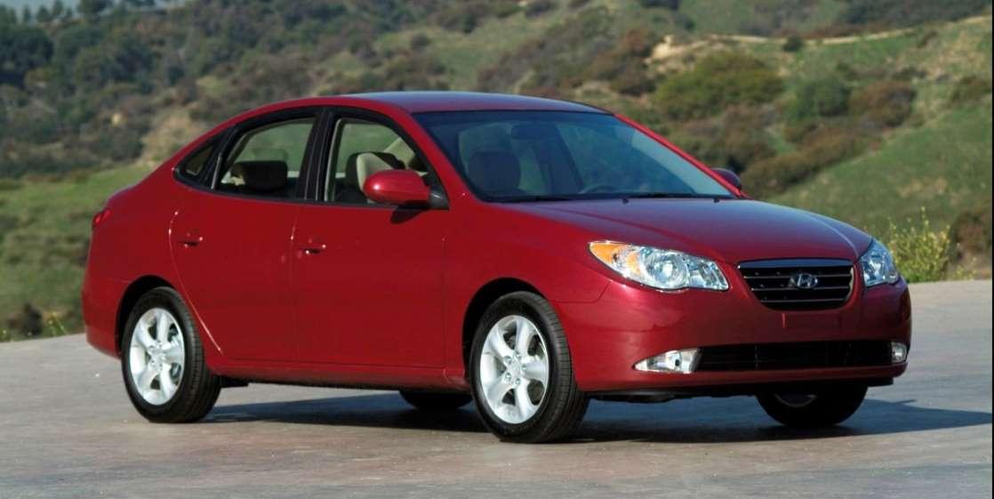 Hyundai отзывает почти 430 000 Elantra из-за возгорания двигателя