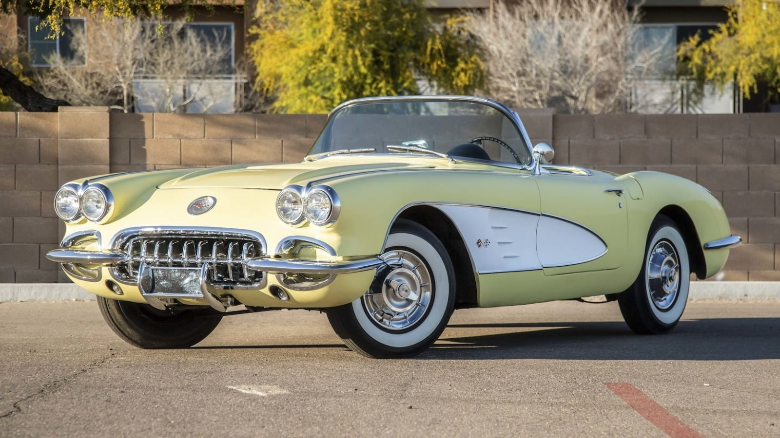 Фотографии автомобиля CHEVROLET CORVETTE CONVERTIBLE 1958 года.