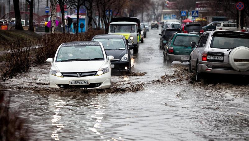 Как управлять автомобилем в ливень и во время подтоплений?