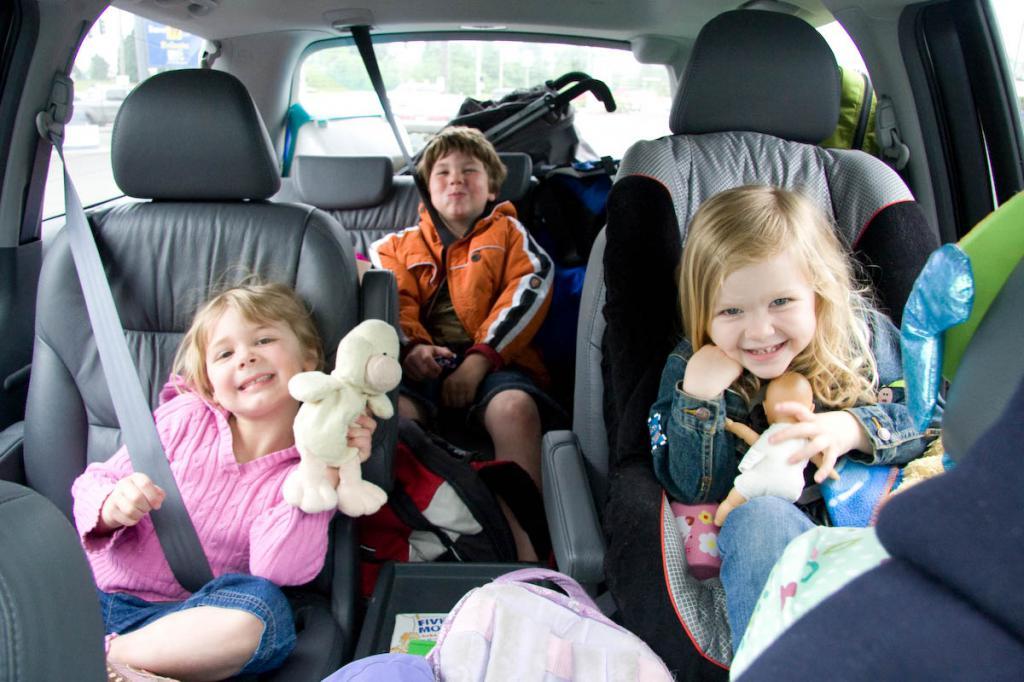 Путешествие с ребенком 2-3 лет на автомобиле. Как подготовиться и что взять?