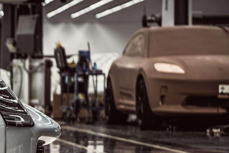 Электрический Porsche Macan следующего поколения скрытно представлен в форме глиняной модели