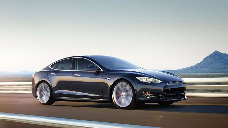 Tesla исправит гаснущие сенсорные экраны Model S и Model X