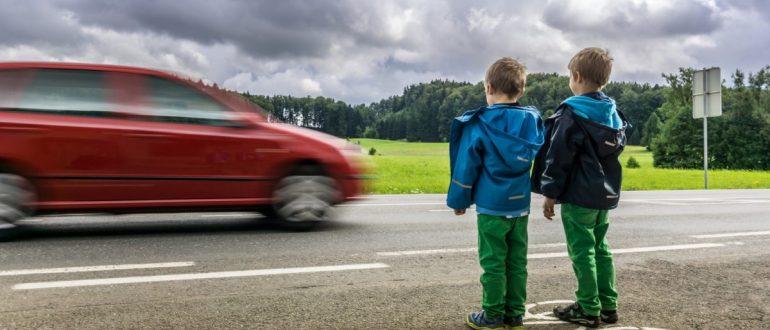 Почему дети не могут объективно оценить опасность дороги