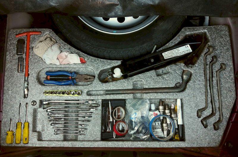 Инструменты, что нужны в автомобиле