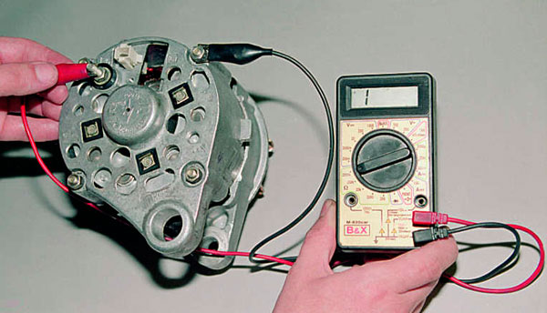 Как проверить заряжает ли генератор аккумулятор? Заряжает ли генератор аккумулятор — проверка мультиметром и без машины