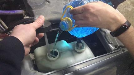 Как разморозить стеклоомывающую жидкость. Что делать если вода замерзла в бачке омывателя— 10 способов разморозки системы